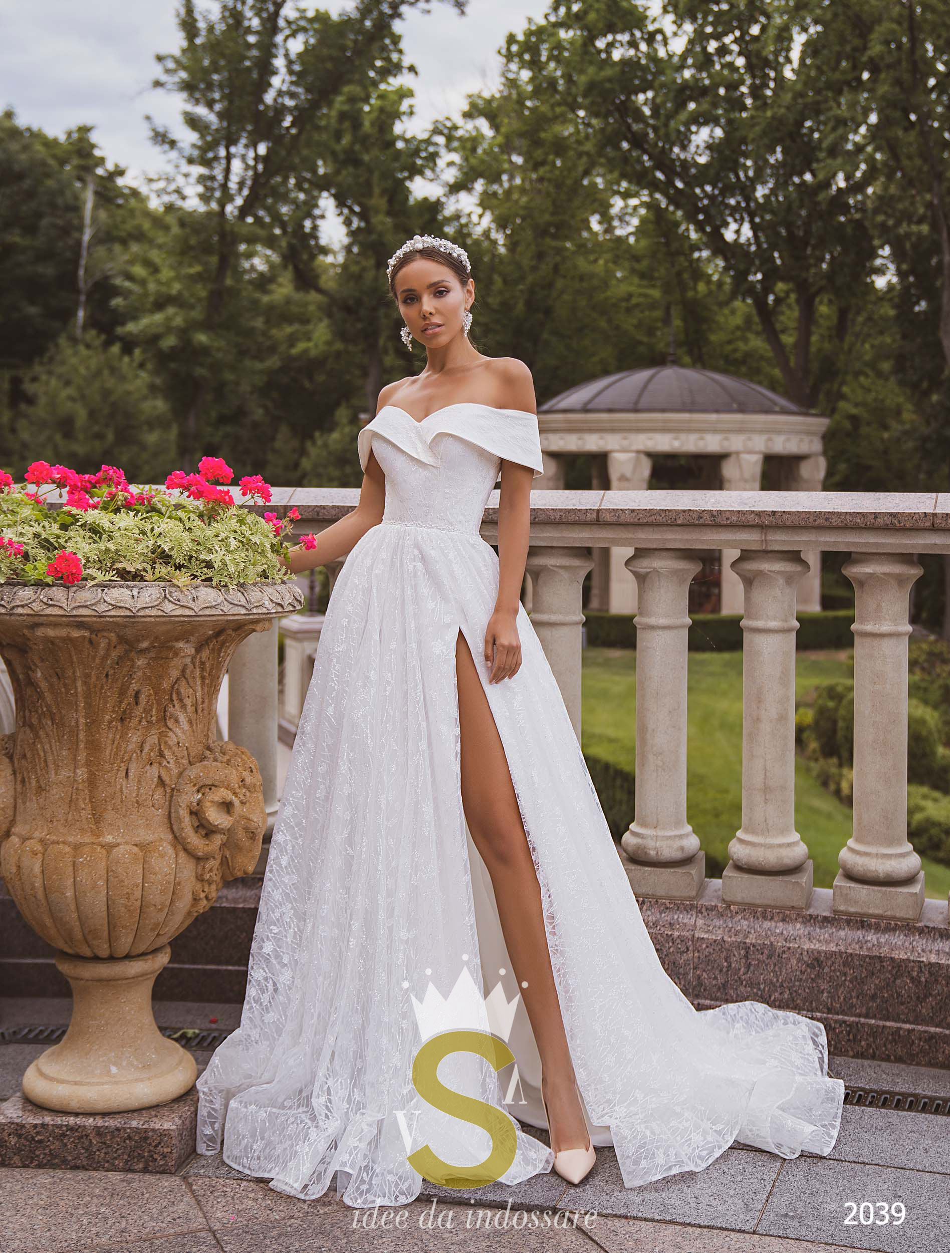 Vestiti Da Sposa Stupendi.Abito Da Sposa In Glitter Scollo A Barca Vsv Abiti Su Misura